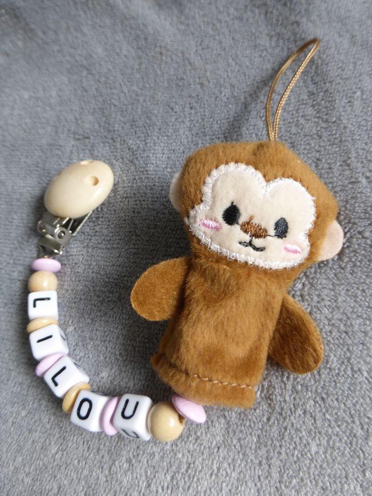 Attache tétine personnalisable, avec prénom, perles rose pale et bois naturel, peluche singe : Puériculture par attache-tetine-peluche
