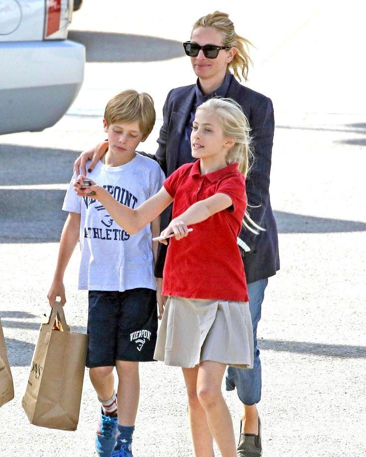 Самая красивая женщина 2017 года по версии People Джулия Робертс со своими детьми Финеасом и Хейзел в Малибу #juliaroberts