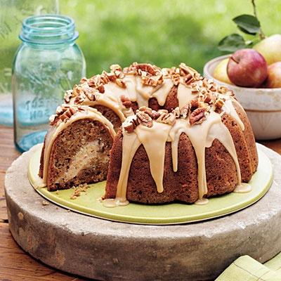 Apple Cream Cheese Bundt Cake,  cream cheese filling and praline frosting.Apples Cream, Bundt Cakes, Cake Recipe, Chees Bundt, Cheese Bundt, Apples Cake, Applecream Chees, Fall Desserts, Cream Cheeses