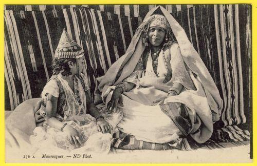 """cpa AFRIQUE ALGÉRIE KABYLIE Scènes et Types """" MAURESQUES """" Folklore Costume"""