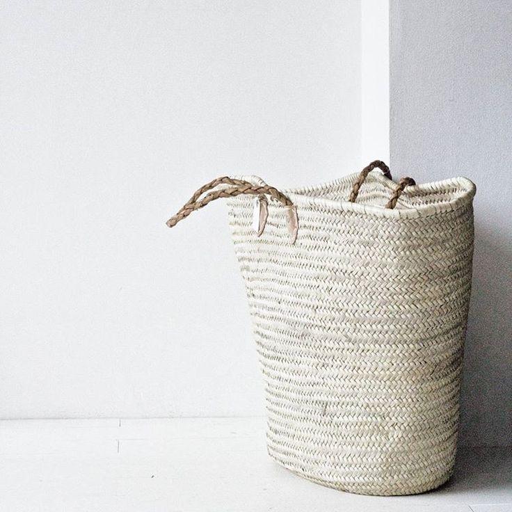"""Polubienia: 102, komentarze: 2 – Agnieszka Kwiatkowska (@babielato) na Instagramie: """"Kosz XL z liści palmy #tinekhome #sklepzpotrzebypiekna #basket #interior #cosy #naturals…"""""""