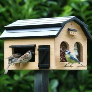 Foderlada voederschuur en voederhuis voor vogels in de winter - voederschuur vogels