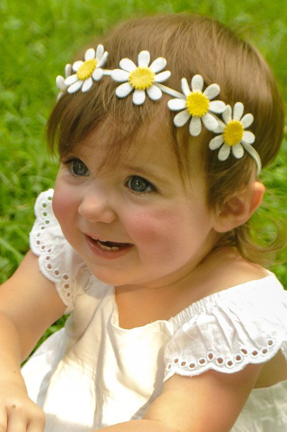 I love white for summer! This beautiful wool felt flower garland has 6 white and mustard daisies attached to a white skinny elastic headband