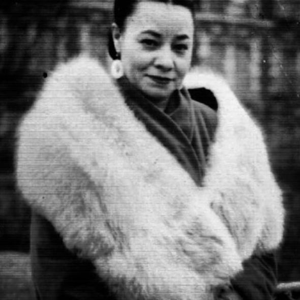 "To all those who stand by our side on rainy days. !! Mayme Hatcher Johnson wife of ""Bumpy"" Johnson american criminal. She never took part of her husband's criminal activities, but she always stood by him. By all reports, she describes like a classy and respectful woman, like our new handbag Mayme. #martindhust #robabankcollection #leatherbag #madeinmtl #classy #accessories #leathergood:"