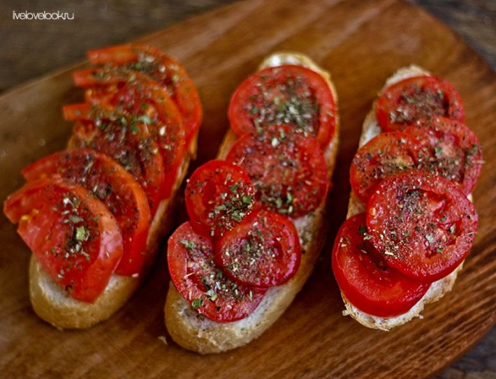 Брускетта с томатами и специями