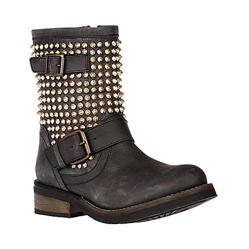 Emily Madden: It Would Hurt If You Were Kicked With These