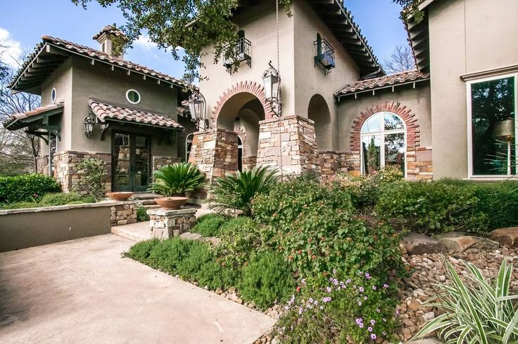 San Antonio | Hill Country Unique craftsmanship in this exquisite San Antonio home Listed by: Megan Perez | Phyllis Browning Company