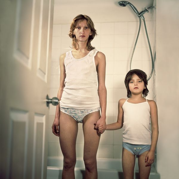 VICTORIA SOROCHINSKI'S EERIE MOTHER-DAUGHTER PORTRAITS