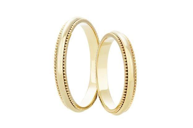 Jemným a minimalistickým vzezřením se vyznačují tyto snubní prsteny, které se Vám nikdy neokoukají. Ne nadarmo se říká, že v jednoduchosti je krása.