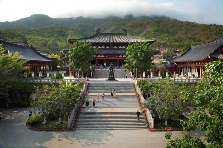 Nanshan temple makes for the perfect daily activity to get in touch with the local culture in Sanya.