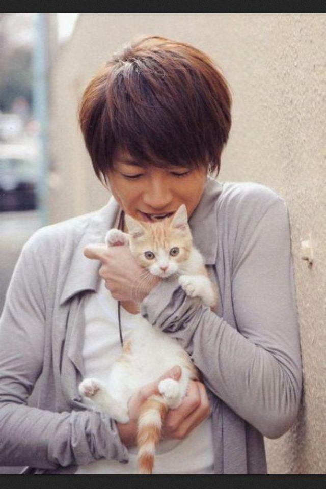 猫を抱えた相葉雅紀