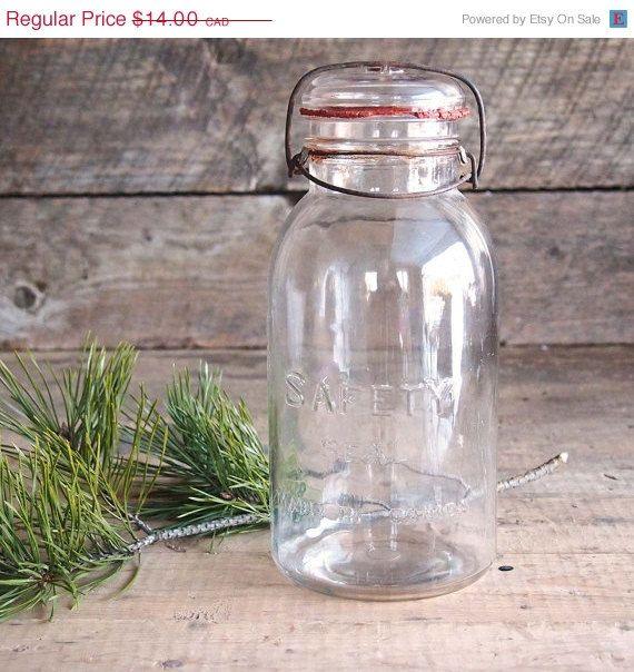 Bocal à conserves Safety seal de verre vintage par Auboutdurang 14,00$ CAD
