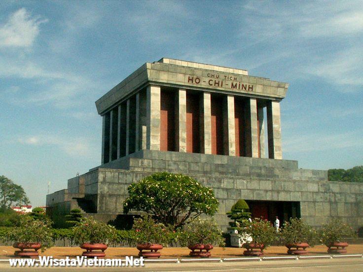 Ho Chi Minh Mausoleum di Ba Dinh Square