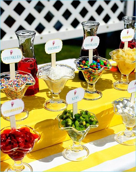 Ice-cream or Frozen yogurt bar - cute!  I have to do it!! I have to! Does La Berry cater?? Hahahaha