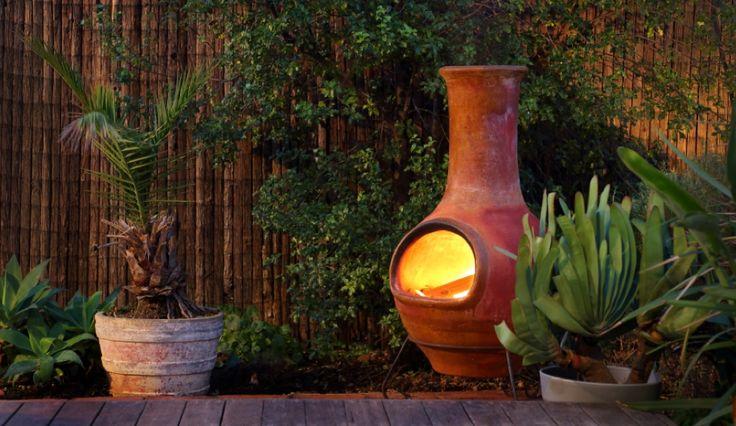 Genieten doe je natuurlijk tot in de laatste avonduurtjes of wellicht zelfs diep in de nacht. #Tuinhaarden of #fakkels zorgen niet alleen voor #verlichting en warmte, maar zijn bovendien erg sfeervol. Je hebt ook speciale #buitenkaarsen waarmee je je #tuin of #terras uitstekend kunt #decoreren of #verlichten.