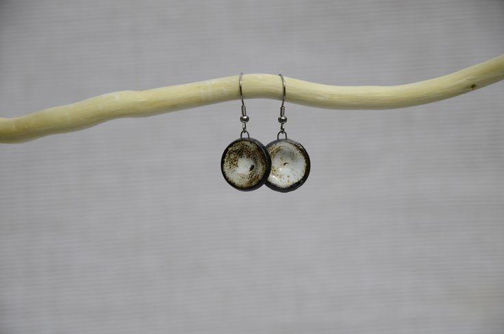 Keramické náušnice CIRCULOS (27) Náušnice z kolekce CIRCULOS. Každý kus je originál. Celková délka: 4 cm