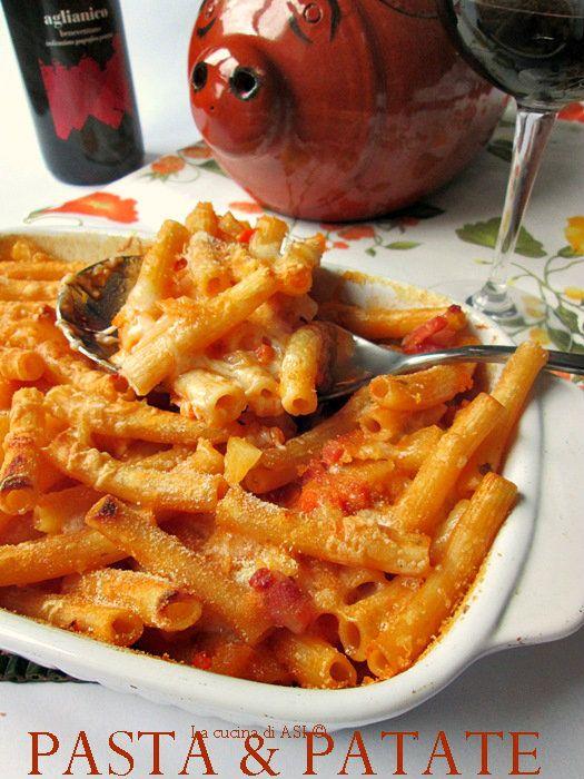 Una buonissima pasta e patate cucinata al forno con pancetta e provola affumicata un piatto della traduzione squisito Ricetta primi piatti La cucina di ASI