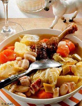 Garbure du Béarn     400 g de lard 2 carottes 2 navets 2 poireaux ,2 oignons, 4 gousses d'ail, 200 g de haricots blancs frais ,1 chou ver,t 4 pommes de terre, 6 manchons de canard confits, pain de campagne ( + d'infos sur le site)