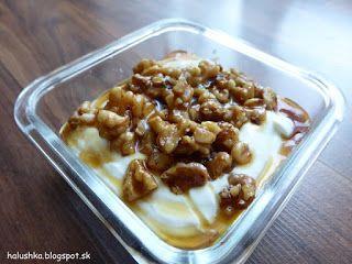 Halushka varí: Tvarohový dezert s karamelizovanými orechmi