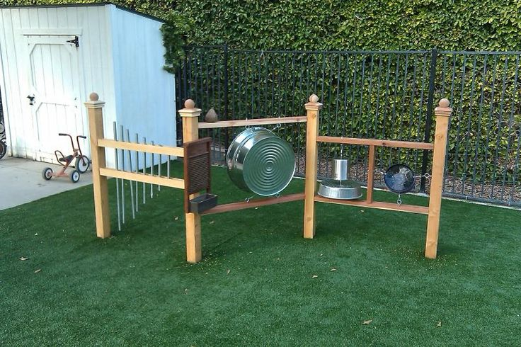 music wall for the playground via peppertree montessori in oceanside, ca. A Nice permanent set up with a good tubular bells set & I bet that washtub drum sounds great! Repinned from Amy Ahola's Pinboard.