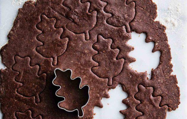 Gluteenittomat piparit ovat täynnä joulun makuja, mistä pitävät huolen kaneli, inkivääri ja suklaa. Kauniin muotoiset piparit ihastuttavat kahvipöydässä.