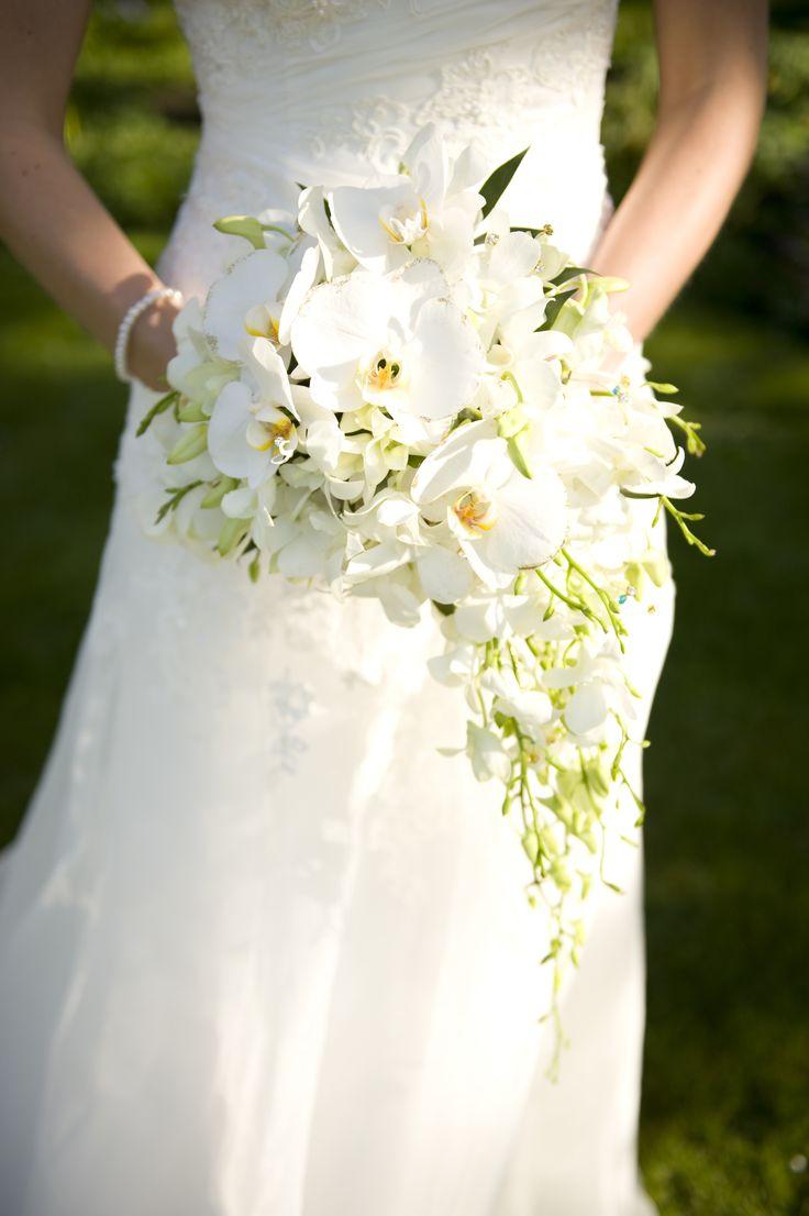 8 best teardrop shower bouquets images on pinterest for Crescent bouquet