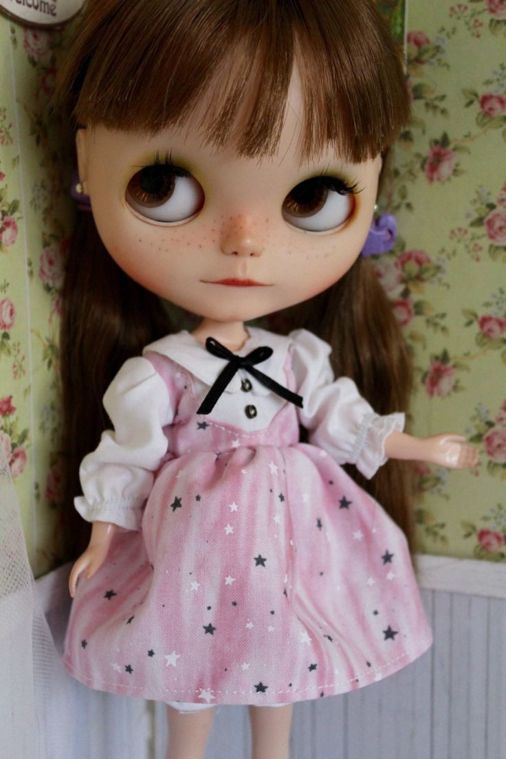 A personal favorite from my Etsy shop https://www.etsy.com/es/listing/230897191/sweet-pink-dress-for-blythe-doll