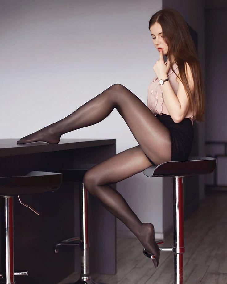 девушка ножки чулки колготки спускался