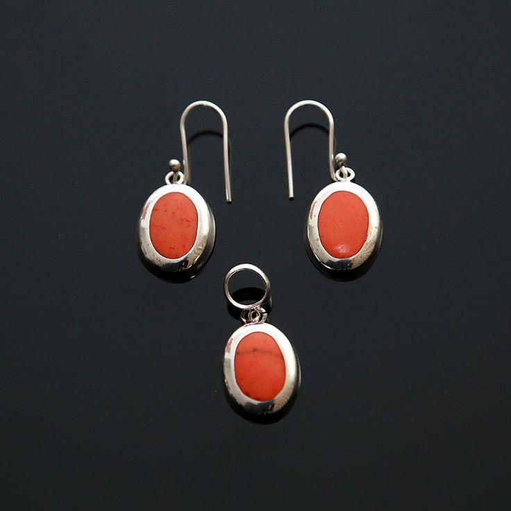 Zilveren Set met orange stekeloesters (spondylus) 21.90€ Gratis verzending in NL  http://www.dczilverjuwelier.nl/edelstenen-sieraden/edelstenen-sieraden-sets/zilveren-set-orange