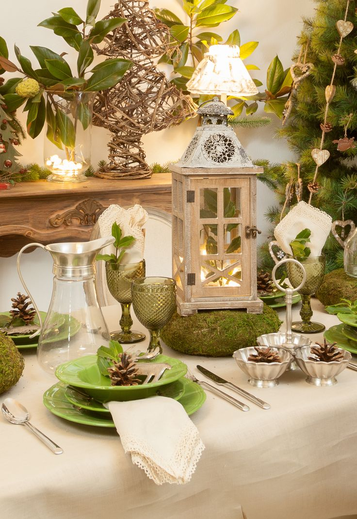 Lay down a marvelous Silver Dining Table for this wonderful Christmas! Magical lights, green royal plates, lampions and fireplaces!
