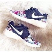 Nike Mujeres Roshe Run Flowers Purple/White Floral Zapatos
