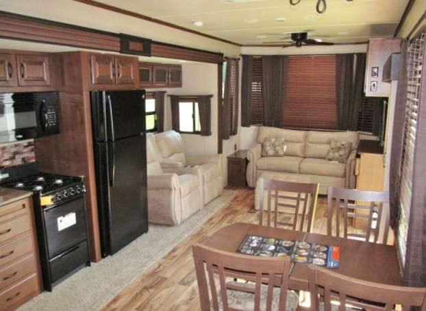 """2016 New Jayco Jay Flight Bungalow 40FSDS Travel Trailer in North Carolina NC.Recreational Vehicle, rv, 2016 Jay Flight Bungalow 40FSDS Front Den Destination Trailer Enjoy long-term camping stays in the Jay Flight Bungalow. With more space than a traditional travel trailer, thanks to a 96"""" interior height and a 102"""" wide-body construction, you'll feel like you never left home. Plus, the Bungalow includes standard residential features such as an 18 cu. ft. refrigerator with ice maker, ceiling…"""