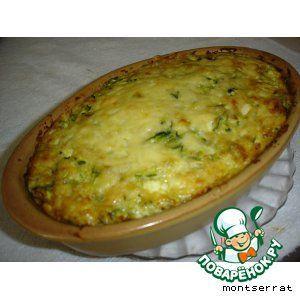Запеканка из кабачков Кабачок — 1 кг Лук репчатый — 2 шт Яйцо куриное — 4 шт Сыр твердый (фета ) — 300 г Масло оливковое — 50 мл Чеснок — 2 зуб. Зелень — 1 пуч.