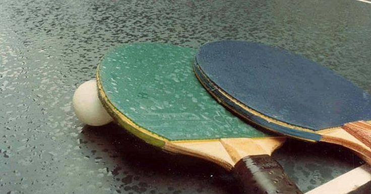 Consejos avanzados de Ping Pong para los efectos de girar y picar. ¿Te gusta jugar al ping-pong, pero quieres ganar más partidos? ¿Quieres un desafío mayor que vencer a tus familiares y amigos en los juegos casuales en tu sótano? ¿O tienes problemas contra jugadores más experimentados que saben cómo hacer girar y picar la pelota en su juego? Sigue estos consejos y prácticas, y estarás encaminado hacia el ...