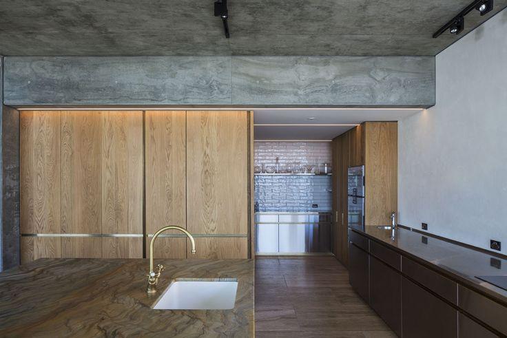 Hobson Bay House — Julian Guthrie