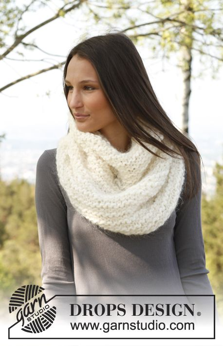 """Free pattern: Knitted DROPS neck warmer in garter st in """"Vienna"""" and """"Eskimo""""."""