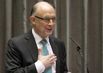 El ministro de Hacienda, Cristóbal Montoro, ha anunciado que se han ingresado 1.200 millones de euros por la amnistía fiscal, cifra que representa menos de la mitad de lo previsto por el Gobierno, que esperaba recaudar unos 2.500 millones con la medida.
