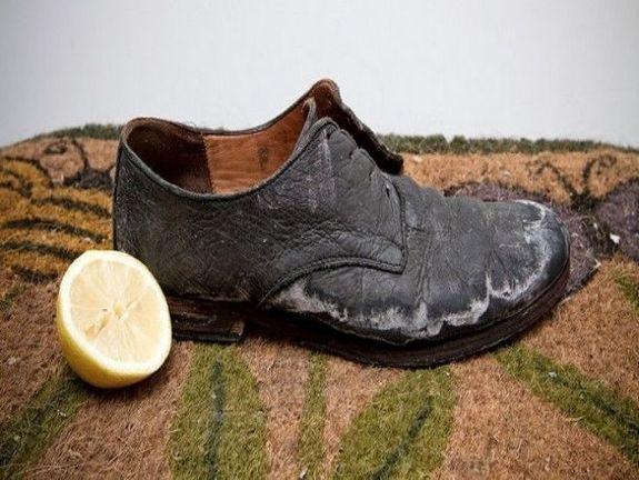 Лимон поможет убрать белые следы с ботинок