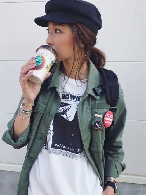 """via jのTシャツ・カットソー「via j(ヴィアジェイ)  """"BOWI""""ロゴTシャツ」を使ったkayoのコーディネートです。WEARはモデル・俳優・ショップスタッフなどの着こなしをチェックできるファッションコーディネートサイトです。"""