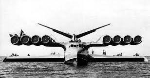 Un curioso monstruo fue descubierto por la CIA en los años 60, a ver desplazarse por el mar Caspio, un extraño aparato que se movía sob...