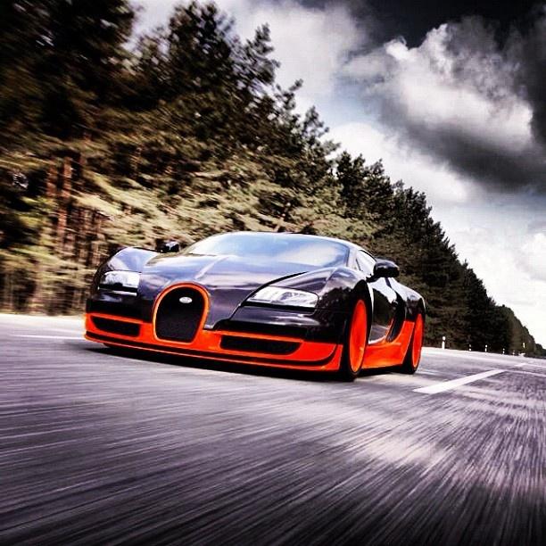 #2011 #Bugatti #Veyron Super Sport (Black & Orange)