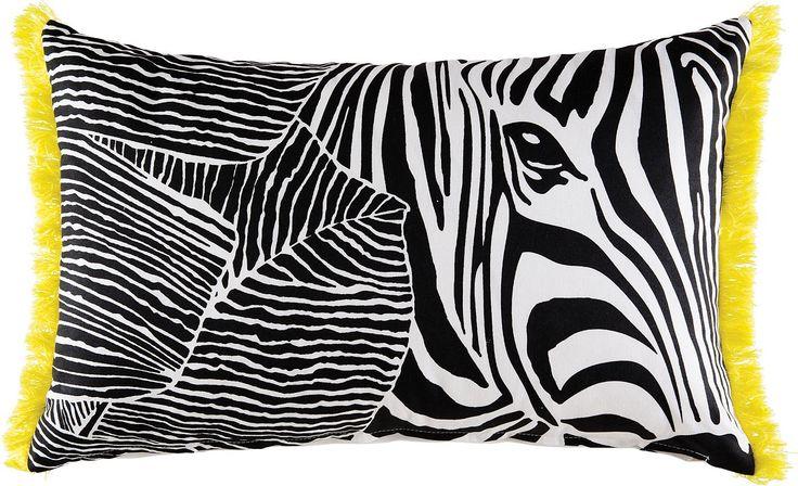 Trendiges Kissen »Zebra in Leaves« der Marke KAS. Dieses Kissen-Design ist wunderbar trendy und sticht durch die schwarz-weiße Zebra-Fell-Optik sofort ins Auge. Sobald man genauer hinschaut sieht man zusätzlich zum Zebra ein paar Blätter, die sich auf der rechten Seite tummeln. Die gelben Fransen runden das Gesamtbild perfekt ab und geben diesem Dekokissen den letzten Schliff. Die Kissenhülle w...