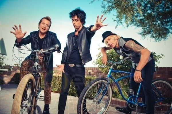 Trè, Billie, Mike on bicycle (I think this is one of the rare picture)