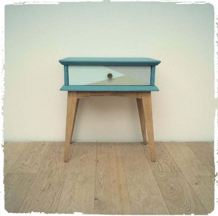 Table de Chevet Vintage Pieds Compas Revisitée via OOMPA. Click on the image to see more!