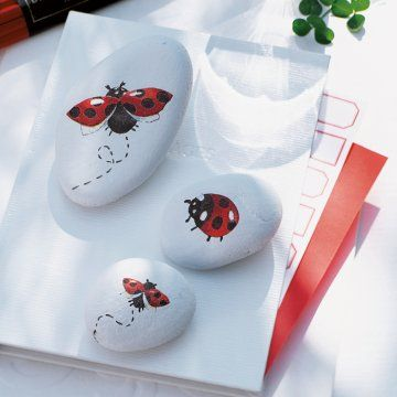 what a quaint idea...painted Rocks to hold down napkins on a table!