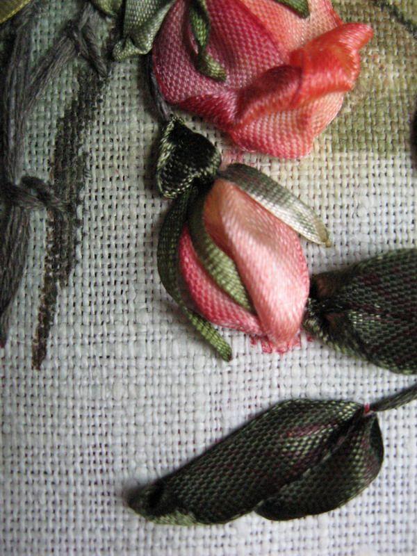 ...Недавно я узнала о вышивке лентами... Вернее, знала-то я давно, но то, что я видела, никак меня не трогало. И вот я прочитала статью Мари...