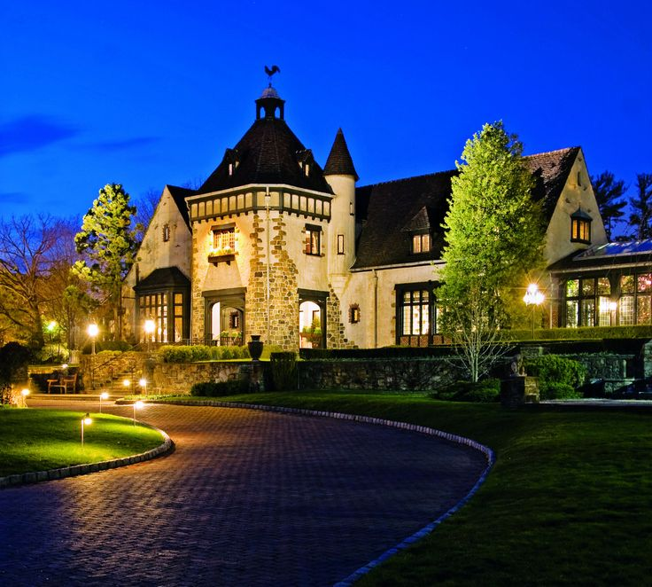 Are you looking for a Castle Wedding Venue? Here are America's Best Castle Wedding Venues to get married in...