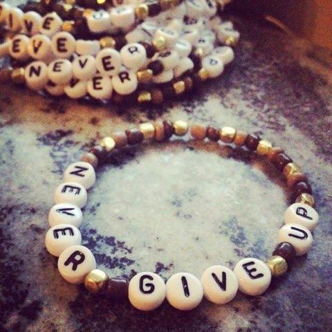 never give up #charity #välgörenhet #armband #give #gift #help www.barabella.se www.hjart-lungfonden.se