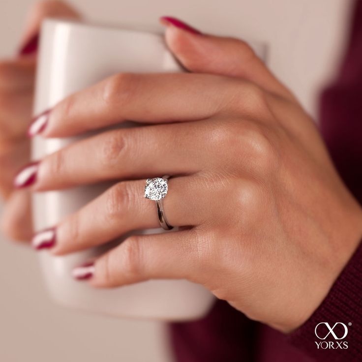 How about a nice diamond ring as a bithday present? #amia #weißgold #diamantring #brillantring #solitärring #verlobung #geburtstag #yorxs