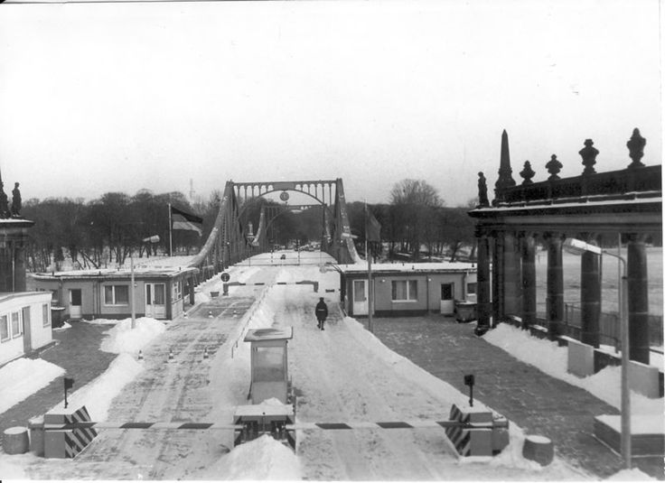 2208 Potsdam, Glienicker Brücke, Dezember 1985